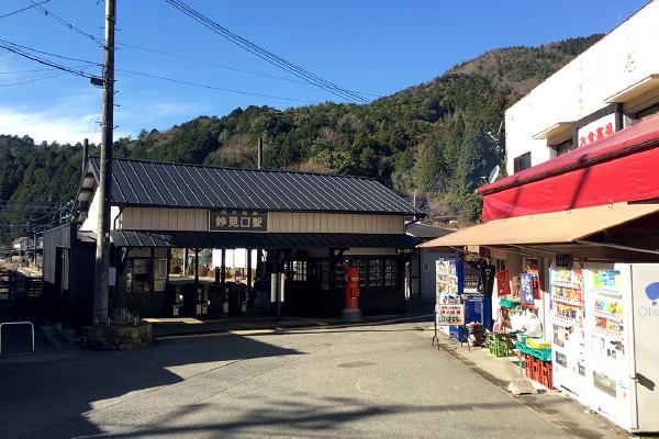 のどかな妙見口駅前広場(吉川八幡神社)