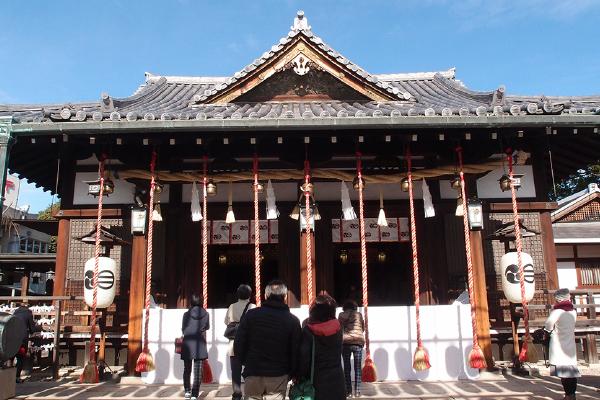 新年明けたばかりの拝殿はハレ仕様(播磨国総社)