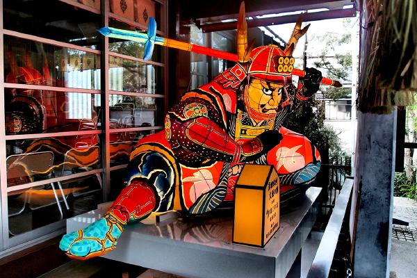 山車燈籠のような造作物(三光神社)