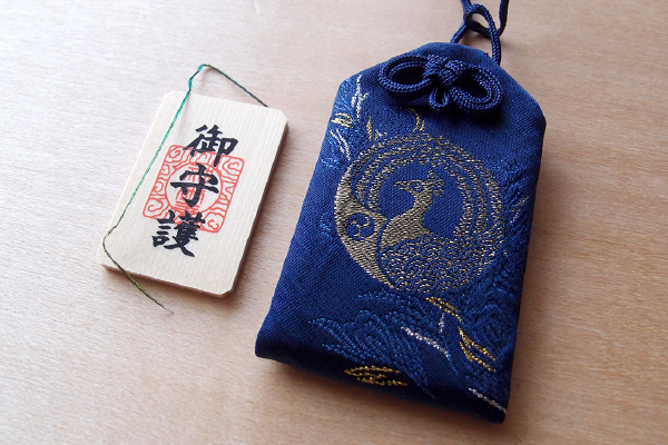 孔雀の御守(久伊豆神社)
